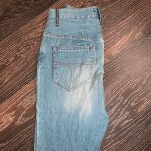 Jeans från tiger of Sweden som jag endast använt 1 gång och nu har de blivit för små... dom är i bra skick