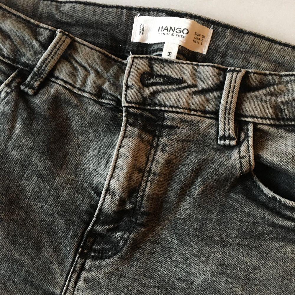 Snygga svarta jeans inköpa på Mango. Ej använda mycket så de är väl bevarade. . Jeans & Byxor.