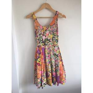 Somrig klänning från h&m