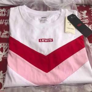 Levi's t-shirt i storlek S Helt ny, lappar kvar  Köparen står för frakt ~45kr