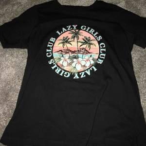 Såå snygg t-Shirt ifrån Gina Tricot, använd ett fåtal gånger