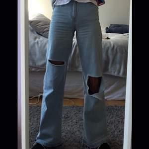 Säljer mina jeans från junkyard som jag sjölv gjort hålen på. De är ganska använda men det finns inget fel på dom.