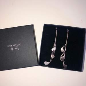 Säljer nu dessa fina efva attling örhängen som aldrig har använts. Nypris var 2600kr