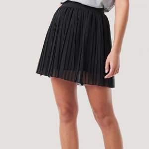 En jätte söt kjol från NA-KD helt oanvänd. Kontakta mig för mer information ❤️