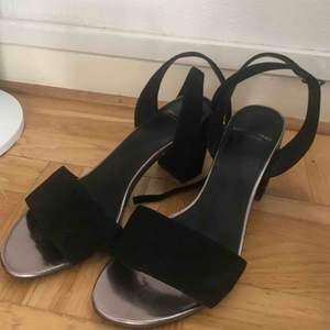 Vagabond skor med äkta mocka. De är i perfekt skick, använda endast en gång.