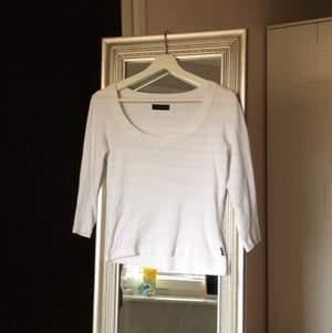 Säljer en jätte fin veromoda tröja. Andvänd typ 3 gånger, men är lite för stor för mig! Tre kvarts armar! Sitter jätte fint på! Gratis frakt! Byter gärna!🤍
