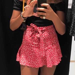 tjusig kjol från zara (passar som storlek S) endast använd en gång!!