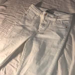 Vanliga vita jeans som är i mycket bra skick!