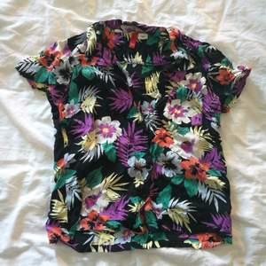 Snygg buttonup skjorta i storleken 36! Perfekt till sommaren