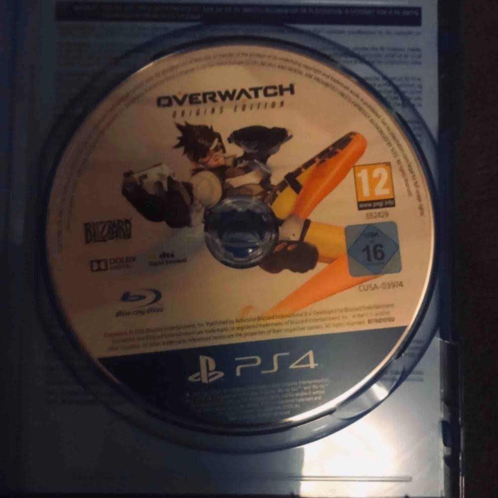 Owerwatch Origins Edition är ett fantastiskt bra spel som är i nyskick och aldrig använt. Rekommenderar spelet mycket starkt till dig som gillar äventyrliga spel, frakten kostar 19kr!. Övrigt.