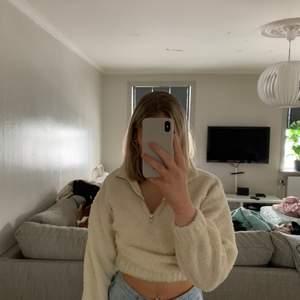Mysig tröja från Gina tricot storlek s. 100kr . Köparen står för frakten