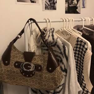 Brun supergullig väska! Kommer inte till använding säljer därför!