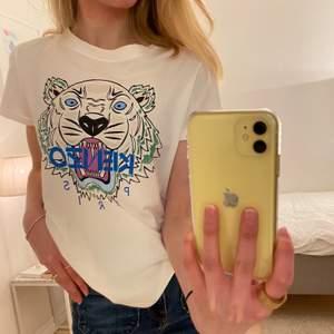 ÄKTA kenzo t-shirt. T-shirten är i st S och den är i bra skick!! 🤩 Priset kan diskuteras!
