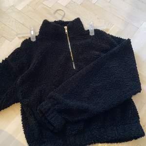 En svart tröja i bra skick, från ginatricot, storlek s