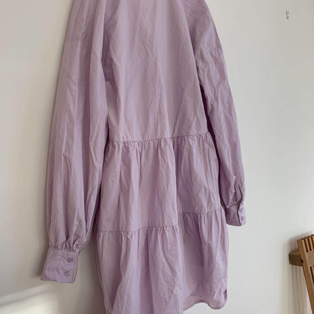 Säljer denna superfina klänningen från bikbok i storlek S då den inte kommer till användning! Den är använd några få gånger förra sommaren så i jättefint skick💕 Kan skicka men då står köparen för frakten som ligger på 66kr!💜. Klänningar.