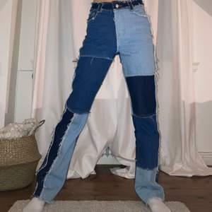 patchwork jeans från jaded london💙🤍 väldigt bra skick! jag är 165cm lång!