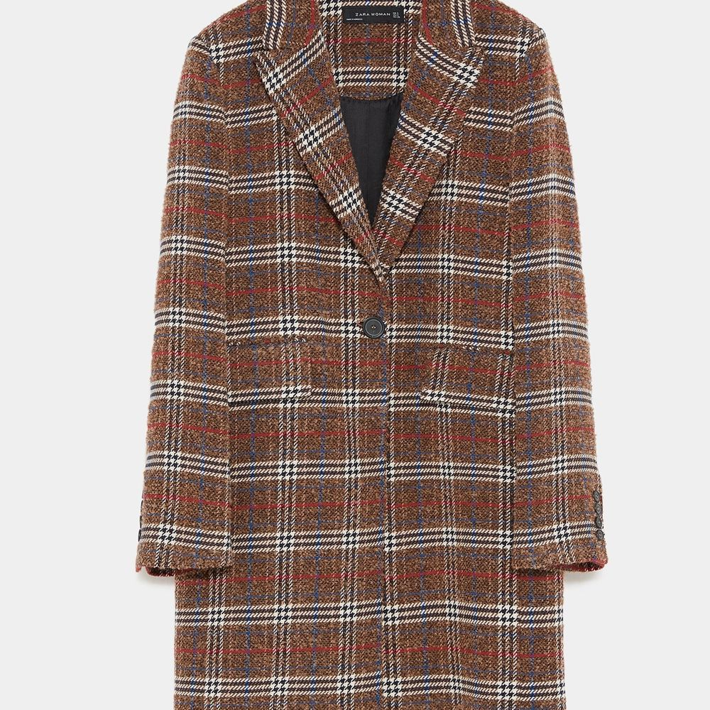 Zara checked coat.  Size: small Pick up available in Kungsholmen.  Please check out my other items! :) https://www.tradera.com/profile/items/5023393/Skyllar  Payment is due within 2 days. Jackor.