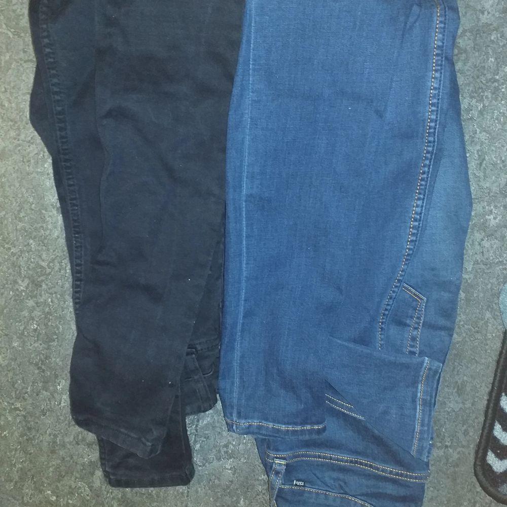 Oanvända High waist jeans storlek s blå och svart. Jeans & Byxor.
