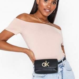 Midjeväska från Calvin Klein helt ny. Super fin i svart färg köpt på nelly.com