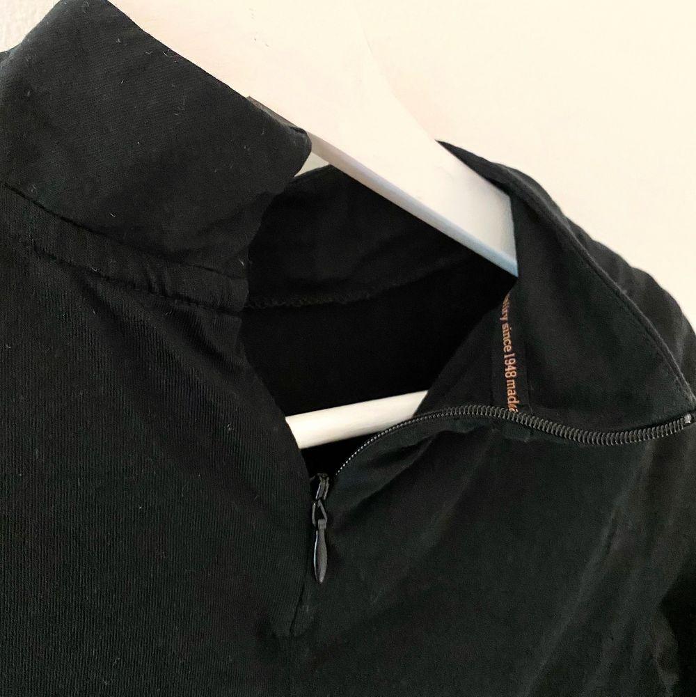 Träningströja från Puma med dragkedja i nacken. Superskön och bara använd en gång! Nypris ca 250kr, jag säljer för 65. Köparen står för frakt 😇. Huvtröjor & Träningströjor.