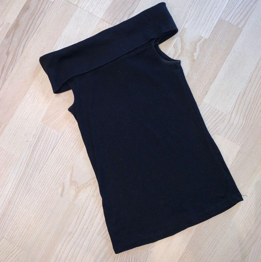 Topp/linne i storlek XS. Säljer för 40kr & frakt tillkommer 🌸. Toppar.