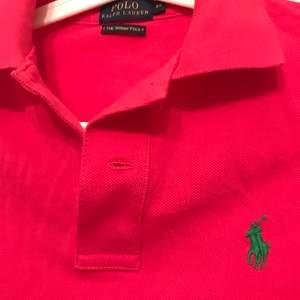 Helt ny Ralph Lauren pike tröja. Aldrig använd därav finns inte prislapp kvar!
