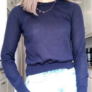 Jättefin tröja från Zara, tunn och bra nu till sommaren. Storlek S men passar även XS, köparen står för frakten💞💞