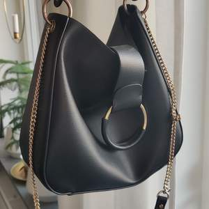 Super snygg väska ifrån Zara! I fake skinn, med en