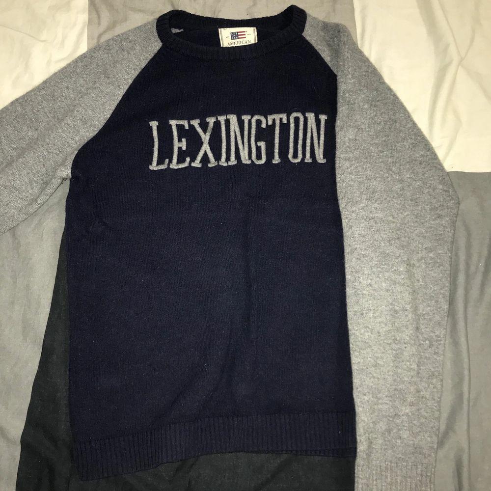 Ulltröja av Lexington, storlek XL men krympt i tvätten passar stor S eller M. Huvtröjor & Träningströjor.