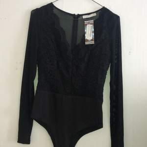 Helt ny bodysuit från boohoo med snygga spets och mesh detaljer.
