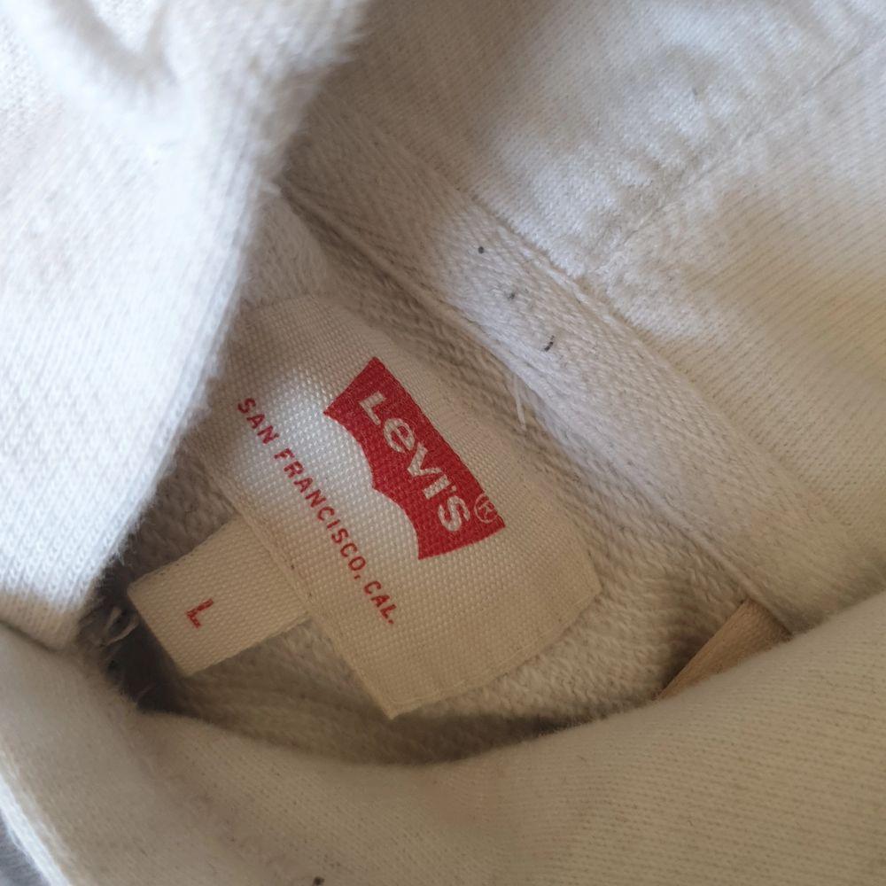 Säljer min knappt använda Levi's hoodie. Skick 9/10 Köpare står för frakt. (Tar gärna emot bud). Huvtröjor & Träningströjor.
