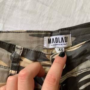 Militär byxor ifrån madlady i storlek xs. Knappt använda. Köparen står för frakten!⚡️
