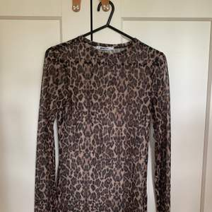 Transparent leopard tröja perfekt till fest. Från Gina Tricot. 150 kr inklusive frakt.