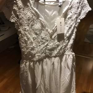 En super fin klänning från Nelly. Aldrig använd och är i storlek 36. Passar perfekt nu på sommaren.