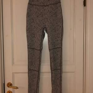 Grå-melerade tights från gymshark. Endast provade, inköpta för ca. 1 år sedan på rea för 450 kr.