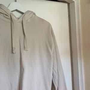 Beige hoodie från Na-kd, använd ett fåtal gånger