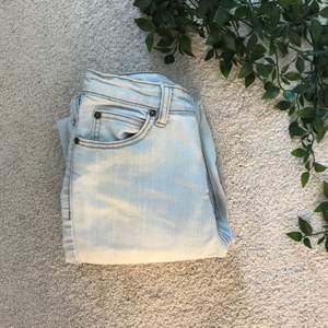 Skitsnygga secondhand jeans i storlek 36! ❤️❤️ Kan skicka flera bilder om det behövs!
