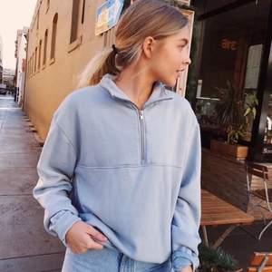 Super fin sweatshirt ifrån brandymellvile, i mycket fint skick. Ordinarie pris gick på ca 300-400kr. Köparen står för frakt!❤️ Om det är många intresserade blir det budgivning.