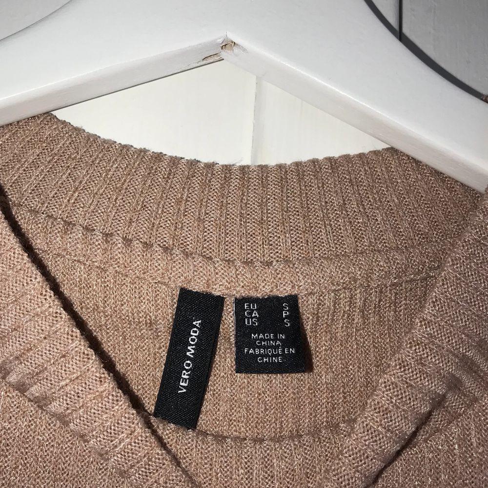 Linne från veromoda i storlek S, använd Max två gånger men säljer då det inte riktigt är min stil😊 150kr + frakt😇. T-shirts.