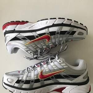 Helt oanvända Nike P-6000!🤍🤍 storlek 39, originallådan finns kvar. Köparen står för frakten. Kan även hämtas i Uppsala 🥰 vid många intresserade är det privat budgivning som gäller 💖 Ledande bud 530🖤 avvaktande