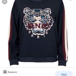 En äkta kenzo Paris tröja köpt i jackie för 4000 men nu gått ner i värde också till 2800 den är i bra skick men nu säljs den för 1000 , storelk m i barn storlek så tror att den är s i vanliga fall