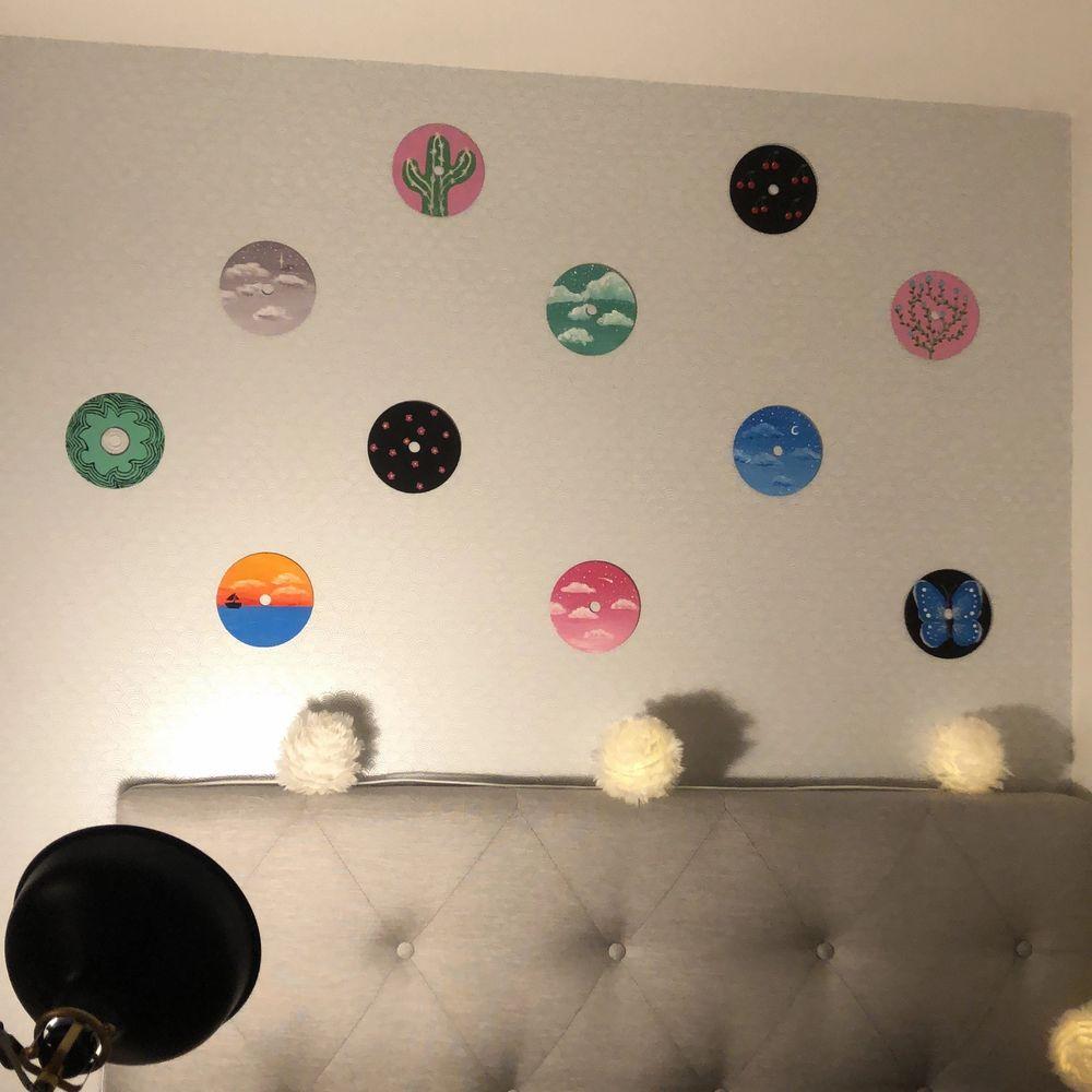 Säljer handmålade cd skivor efter beställning. Pris beror på motiv med någonstans mellan 40-80kr. Mer information privat vid intresse! Även vinylskivor kommer finnas snart! Frakt tillkommer på 11kr. Övrigt.