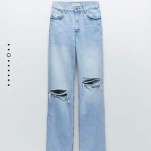 Säljer dessa snygga jeansen då jag beställde fel storlek och hann ej byta så de har alltså lappen kvar och är aldrig använda. ( Skulle tro att de är mer som 36 or) Kan bytas mot stl 40 men annars säljs de för 400 + frakt✨🤍🤍