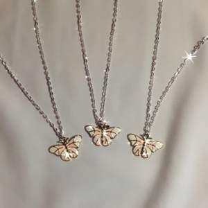 fjärilhalsband 🦋✨ 49:- + frakt 11 kr ♡ - fjärilhänge - silverfärgad kedja ca 40 cm - förlängning ♡ - beställ via celestesmycken.etsy.com - instagram @celestesmycken 🤍✨ ♡ #smycken #halsband #ängel #angel