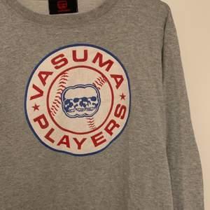 Säljer min älskade sweatshirt med dödskallar! Superbra i kvaliteten i gott skick! Kommer dessvärre inte till användning längre. Passar de de flesta stl💋