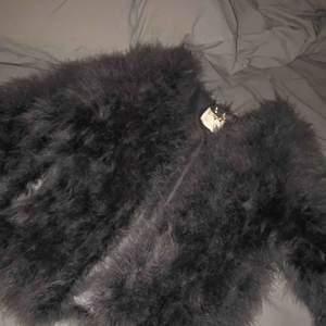 Säljer denna jacka från pellobello, nypris är 1400kr. Den är använd max två gånger och säljer den för 1000kr men pris kan diskuteras
