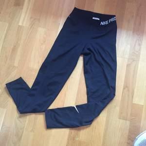 Nike PRO träningstights  Stl S