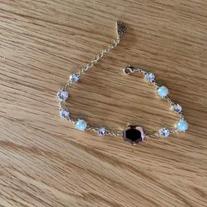 Superfint armband från Lily and rose i normal storlek. Aldrig använt. Nypris: 899. Säljes för 300