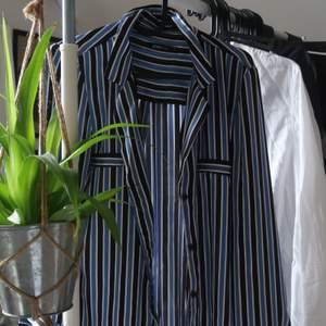 Supersnygg skjorta från gina tricot! Använd fåtal gånger. Buda på☺️