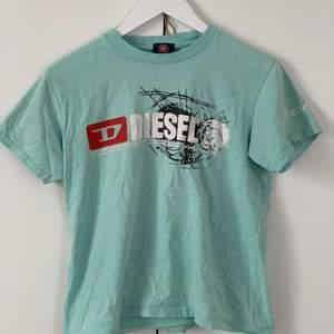 """T-Shirt av lite """"hårdare"""" bomull från diesel! Tyvärr kom den bara till användning 1-3ggr så det känns bättre om någon annan kan få nytta av den! 70kr exklusive frakt :)"""